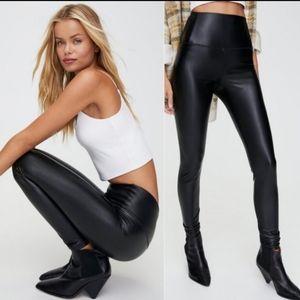 Aritzia wilfred faux leather Daria leggings